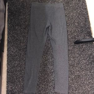 Gray tight cropped leggings